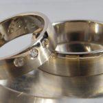 Eheringe Trauringe Umarbeitung Umänderung Transformation Neues Design Hamburg Goldschmiede Umstyling alte Eheringe neu erleben. Ehe Modifikation durch Eheringe