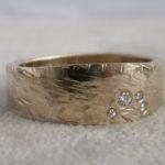 Verlobungsring aus Gold mit mehreren Diamanten Goldschmiede Hamburg umweltfreundliche Herstellung