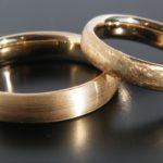 Eheringe aus Altgold Bruchgold mit verschiedenen Mattierungen Umweltfreundliche Herstellung Goldschmiede Hamburg Rahlstedt